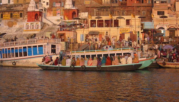 1200px-Dashashwamedha_ghat_on_the_Ganga,_Varanasi