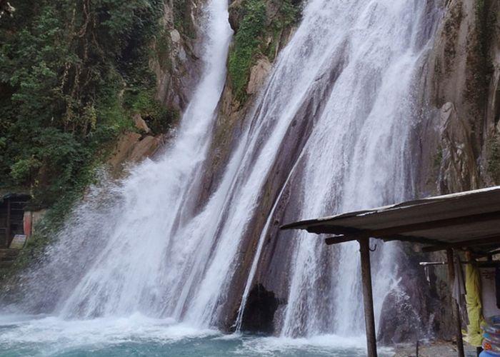 Jharipani-Falls-Harshanh-wikimedia.v1