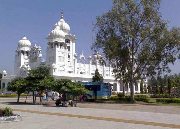 Patalpuri-Temple-and-Undying-Banyan-Allahabad-5388.v1