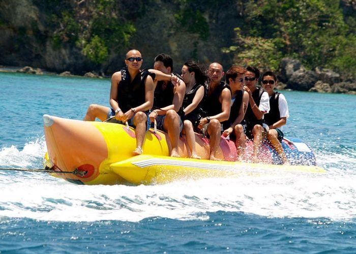 banana-tube-boatt-ride